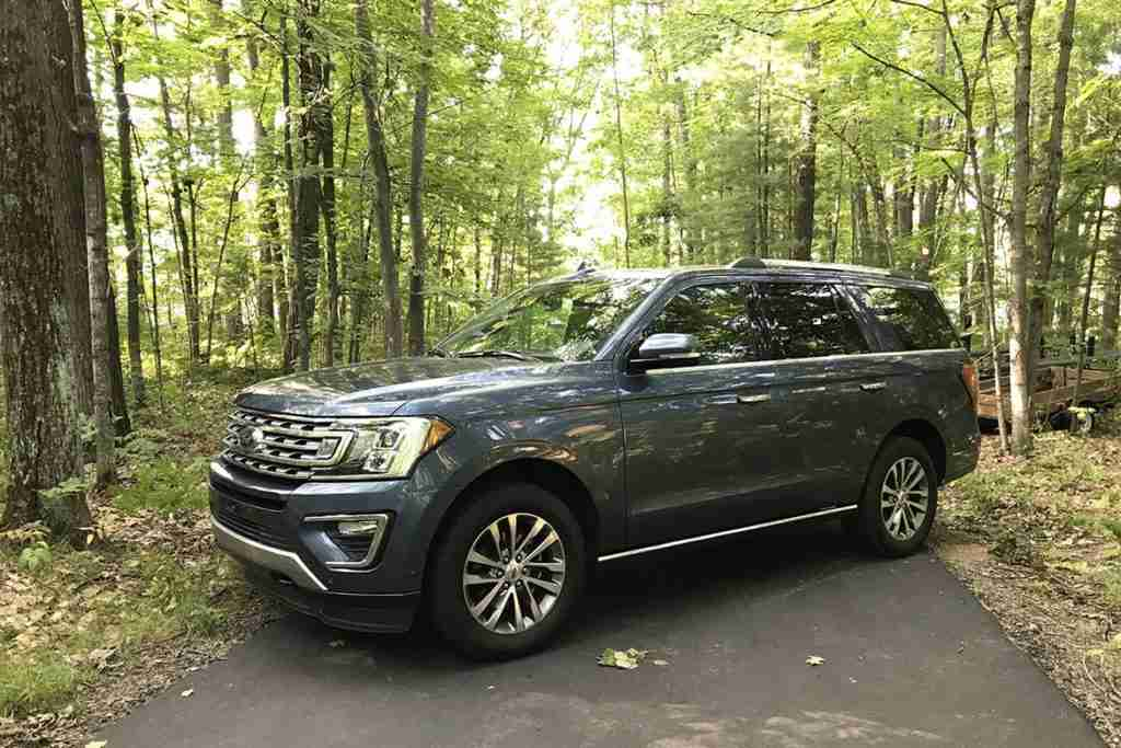 2019 ford expedition competition